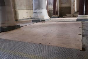 "<div class=""bildtext"">Die Zwischengeschosse aus rund 320 Quadratmeter Stahlblech werden mit dem Nibbler TruTool N 1000 rückgebaut.</div>"