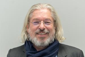 """<div class=""""bildtext"""">Unternehmensberater &amp; Rechtsanwalt Jochen Eisenbeis.</div>"""