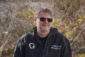 """<div class=""""bildtext"""">Geze-Außendienstmitarbeiter Jürgen Resl berät Metallbauer wie Fritz Graßl.</div>"""