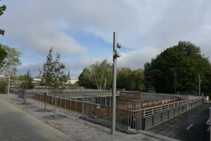 """<div class=""""bildtext"""">Neue Geländer wurden mit einer Höhe von 1,30 m ab Oberkante Gehbahn installiert.</div>"""