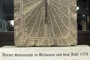 """<div class=""""bildtext"""">Die Gebetssonnenuhr aus dem Jahr 1773 ist in Birkenau zu sehen.</div>"""