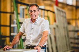 """<div class=""""bildtext"""">Mit 67 Jahren hat sich Unternehmer Bernhard Helbing in den Ruhestand zurückgezogen. Die Übergabe an die Nachfolger war langfristig geplant.</div>"""