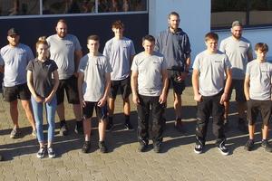 """<div class=""""bildtext"""">Zum Team von Unternehmer Josef Reichhart gehören 13 Mitarbeiter, darunter vier tschechische Pendler und ein Auszubildender.</div>"""
