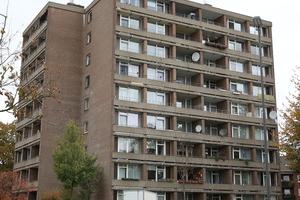 """<div class=""""bildtext"""">Vorher: Das Hochhaus in Neuss wurde 1968 erbaut und bedurfte einer umfassenden Fassadensanierung.</div>"""