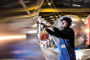 """<div class=""""bildtext"""">Funktionale und CI-gerechte Berufskleidung ist für die Mitarbeiter der Feldbinder Spezialfahrzeugwerke unverzichtbar.</div>"""