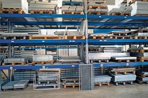 """<div class=""""bildtext"""">Mehr als 10.000 Lagerprodukte sind bei K60-Gitterrostsysteme kurzfristig verfügbar. </div>"""