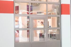 """<div class=""""bildtext"""">Die Dreifachverglasung und die thermisch getrennten Alu-Paneelen sorgen für eine gute Wärmedämmung.</div>"""