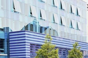 """<div class=""""bildtext"""">Zwei Referenzobjekte: Eine punktgehaltene vorgehängte Glasfassade für ein Geschäftshaus in Olten und ...</div>"""