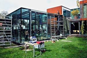 """<div class=""""bildtext"""">Die Höhe des Pavillons von 4,2 Metern ergab sich aufgrund der Proportionen des angrenzenden Hauses.</div>"""