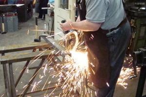 Metallgestalter Cees Pronk arbeitet mit dem Metabo WXLA 24-230 Quick<br />