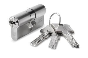"""<div class=""""bildtext"""">Der Wendeschlüssel von keyTec N-tra erleichtert das Öffnen und Schließen von Haus- und Wohnungstüren.</div>"""