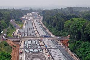 """<div class=""""bildtext"""">Ein bislang einmaliges Projekt: Die 1,5 Kilometer lange Glaseinhausung des A1-Tunnels.</div>"""