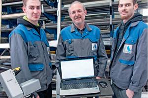 Metallbaumeister Werner Regel (m.) und seine Söhne Jan (l.) und Björn (r.) nutzen Flexijet<br />