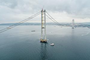 """<div class=""""bildtext"""">Schon im Werden zeigt die Izmit Bay Bridge ihre künftige Schönheit.</div>"""