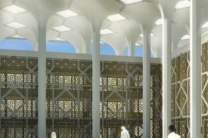 Dicht angeordnete achteckige Schleuderbetonsäulen&nbsp; bilden ein Baldachindach.<br />