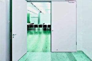 """<div class=""""bildtext"""">Mit den Tür-Haftmagneten können Feststellanlagen an Brandschutztüren nachgerüstet werden.</div>"""