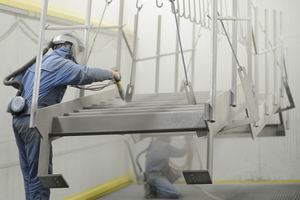 """<div class=""""bildtext"""">Bei Metallbau Haslinger ist die Pulverbeschichtung nach QIB und EN1090 zertifiziert.<br />Hier Beschichtung einer Treppenanlage.<br /></div>"""
