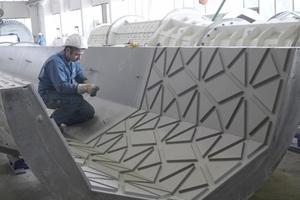 Die sternförmigen Reliefs der Moscheesäulen werden beim Schleuderprozess direkt mit geformt.<br />