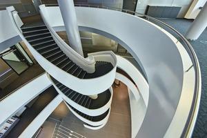 """<div class=""""bildtext"""">Gewendelte Treppe im Foyer des Wissenschafts- und Technologiezentrums WTZ III im Heilbronner Zukunftspark Wohlgelegen.</div>"""