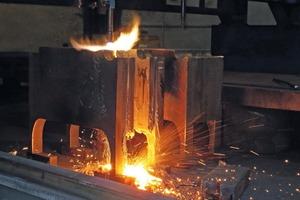 """<div class=""""bildtext"""">Ganz ohne Fräsen fertigt Jebens nur mit der Flamme selbst aufwändige Geometrien exakt nach Kundenvorgabe.</div>"""