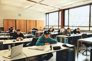 """<div class=""""bildtext"""">Die Schweizerische Metallbautechnikerschule Basel öffnet Absolventen die Türen in die Metallbauunternehmen – auch im europäischen Ausland.</div>"""