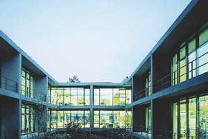 Die Fassadentüren ermöglichen eine einheitliche Gestaltung