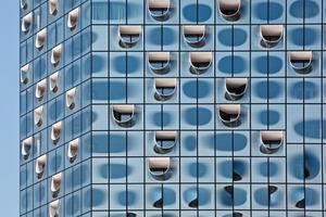 Die Loggias sind durch die Ausführung als Stimmgabel deutlich nach außen sichtbar. Die Punkte-Bedruckung zeigt , wie sich die Räume im Gebäude gliedern.