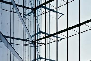 Glas im konstruktiven Einsatz bedarf spezieller Regelungen, die u.a. die DIN 18008 vorgibt